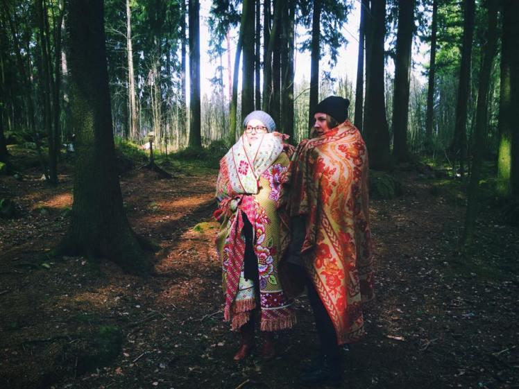 Tytäryhtiö inkeriläismummot metsässä